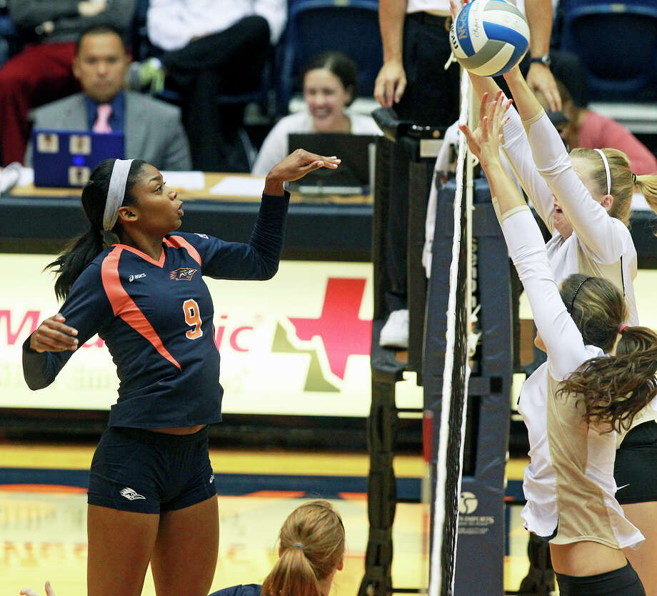 Brittney Malloy flips the ball over defenders as Idaho beats UTSA 3-2 in the semifinals of the WAC volleyball tournament at the UTSA Convocation Center  on November 20, 2012. Photo: Tom Reel, San Antonio Express-News / ©2012 San Antono Express-News