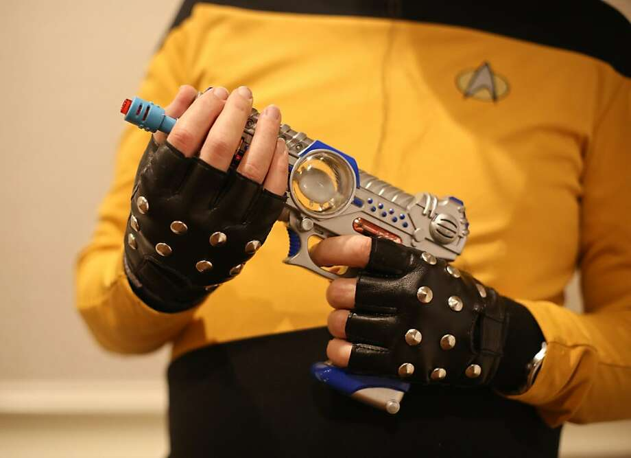 Michael Andrew Lossing holds a disrupter pistol as Lieutenant Commander Zengarth Zoalander Klorigon during the Official Star Trek  