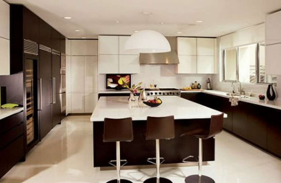 The young and hip Giada de Laurentiis has a kitchen that definitely speaks her style. The most modern of all the celebrity chefs, it's dark espresso cabinets provide a striking contrast to the stark white counter tops and floors. A very clean and contemporary look – but let's hope not a lot is spilled this Thanksgiving on that pristine and gleaming floor. (curbed.com)