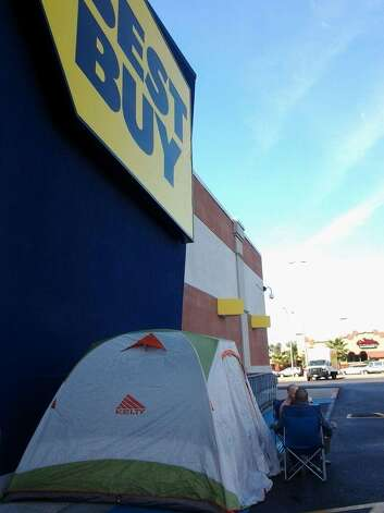 A line of shoppers has already formed at Beaumont's Best Buy store. The eager shoppers hope to be the first in line for the store's Black Friday sales.  Julie Chang/The Enterprise Photo: Julie Chang