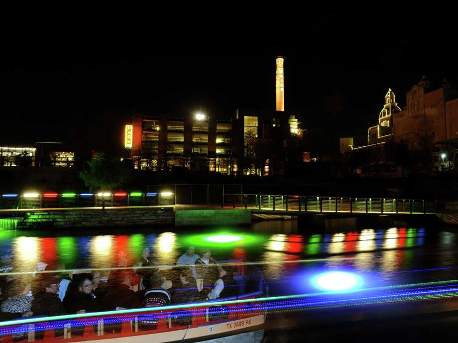 Strolls on the Museum Reach. Photo: BILLY CALZADA, SAN ANTONIO EXPRESS-NEWS / SAN ANTONIO EXPRESS-NEWS