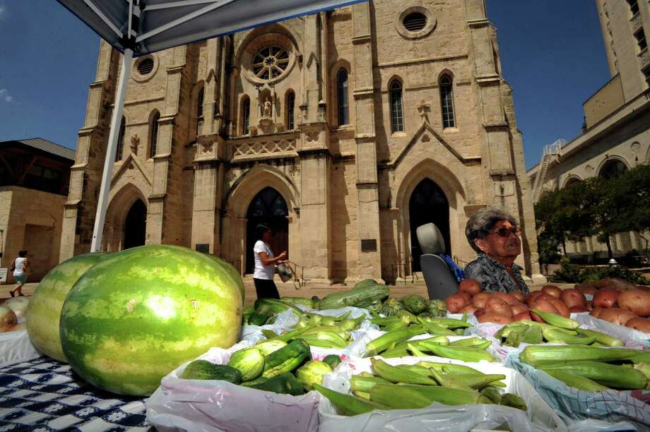 Year-round farmers markets. Photo: Billy Calzada, San Antonio Express-News / BILLY CALZADA