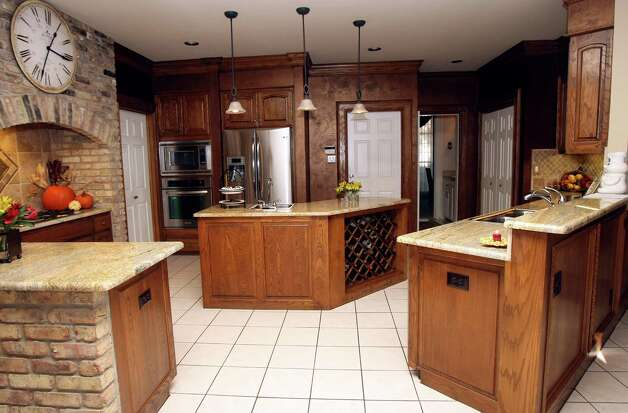 Kashmir Gold granite was added to counters, and the original oak cabinets were updated with new hardware. Photo: Helen L. Montoya, San Antonio Express-News / ©SAN ANTONIO EXPRESS-NEWS