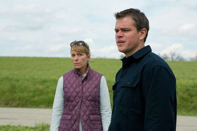 (l to r) Frances McDormand stars as Sue and Matt Damon stars as Steve in Gus Van Sant's PROMISED LAND, a Focus Features release. Credit: Scott Green Photo: Scott Green