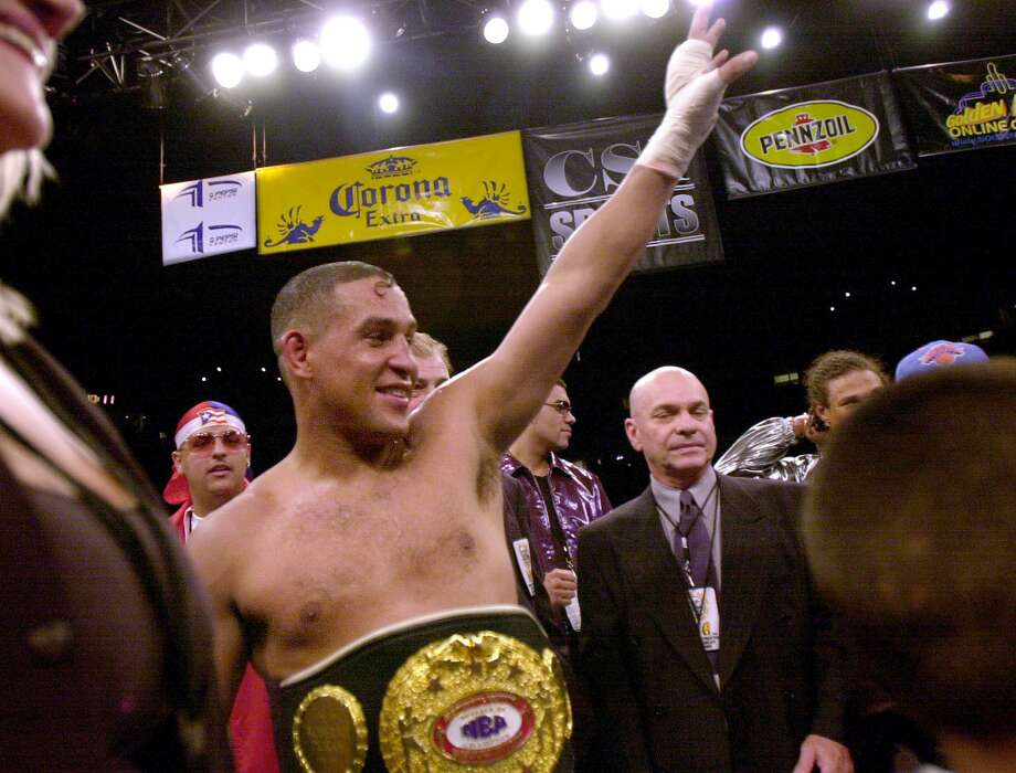 Hector Camacho waves to the crowd, after winning the NBA super middleweight belt over Roberto Duran on July 14, 2001, at the Pepsi Center in Denver. It was Camacho's second victory against the Panamanian legend. Photo: MARK LEFFINGWELL, AFP/Getty Images / AFP ImageForum
