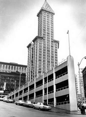 This picture of the Smith Tower from March 27, 1975 also shows the sinking ship parking garage, which was built where the Seatte Hotel once stood until 1961. Photo: Seattlepi.com File