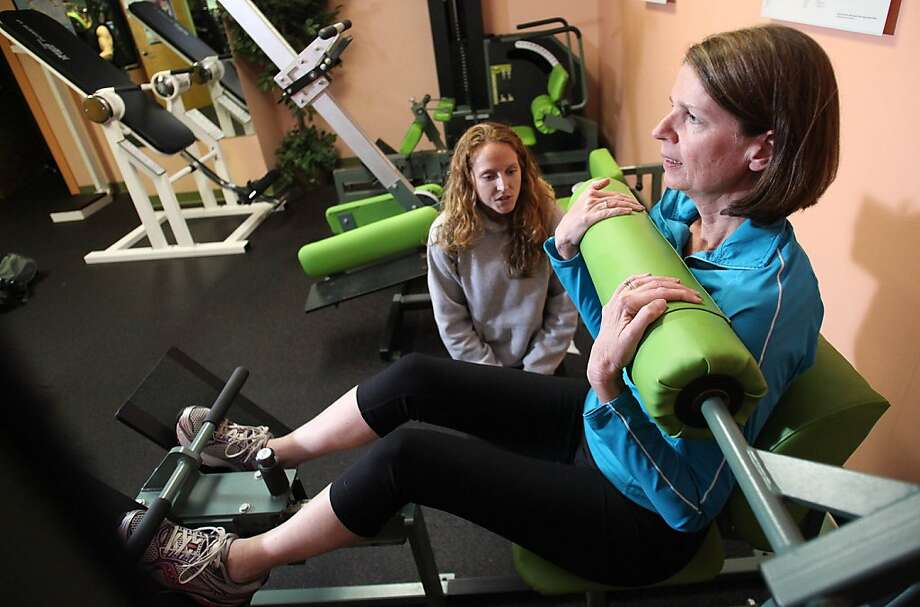 Get that ab work in before the Thanksgiving gluttony! Alissa Francisco urges on Janice McSweeney in her quest for a tighter tummy at the Wilmington (N.C.) Athletic Club. Photo: Matt Born, Associated Press