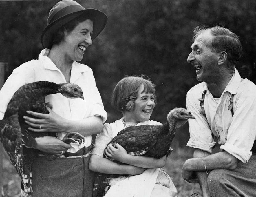 Farmers in North Devon, U.K., share a joke over a pair of Turkeys on Sept. 17, 1932. Photo: Fox Photos, Getty Images / Hulton Archive