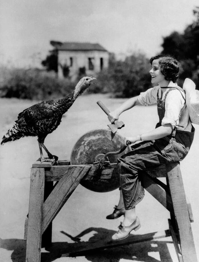 Hollywood film actress Barbara Kent sharpens an axe as a turkey looks on on Dec. 3, 1930. Posing with turkeys seems to have been something of a meme. Photo: Fox Photos, Getty Images / Hulton Archive