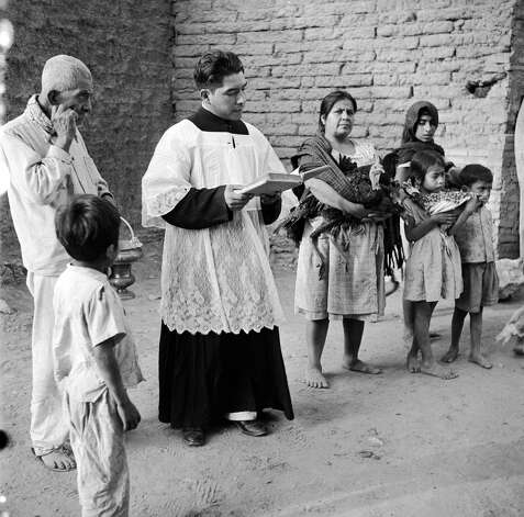 A priest blesses turkeys and other animals at the Blessing of San Antonio de Abad, patron saint of animals, circa 1952. Photo: Three Lions, Getty Images / Hulton Archive