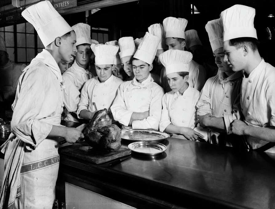 Trainee chefs watch a display of turkey carving at the Westminster Technical Institute in Vincent Square, London, on Dec. 23, 1937. Photo: Fox Photos, Getty Images / Hulton Archive