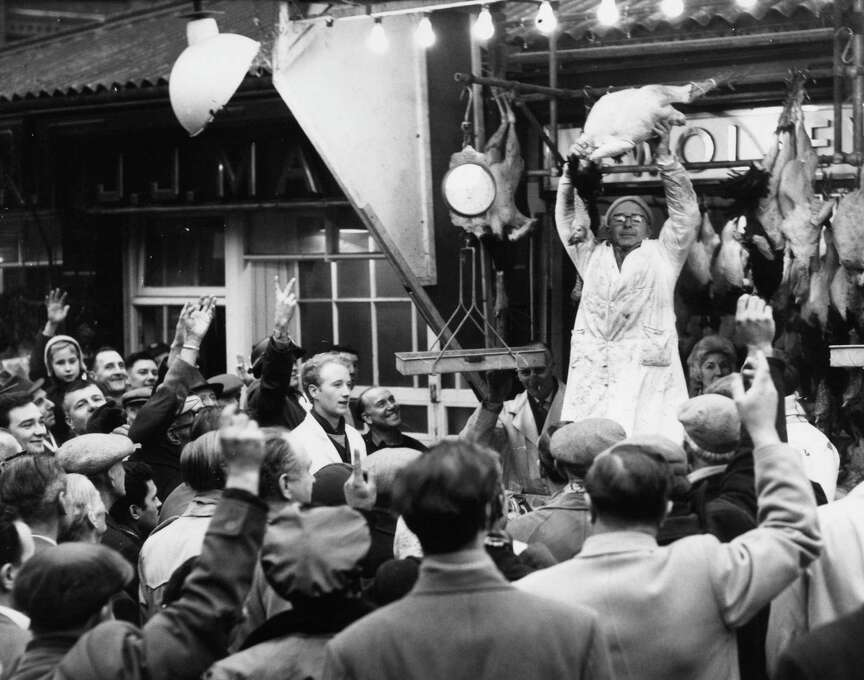 An auctioneer holds up a turkey for auction on Dec. 22, 1961 at London's Smithfield market. Photo: Central Press, Getty Images / Hulton Archive