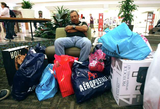 BUSINESS: Javier Vargas guards his family's purchases on Friday Nov. 25, 2011 at North Star Mall. Vargas said he arrived at the mall at midnight. HELEN L. MONTOYA/hmontoya@express-news.net Photo: HELEN L. MONTOYA, San Antonio Express-News / SAN ANTONIO EXPRESS-NEWS