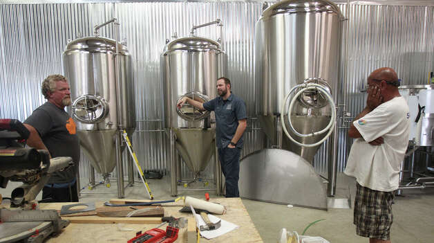 Les Locke (left) and Rocky McGovern (right) confer with Jason Ard at Branchline Brewing Co., which installed new equipment. Photo: JOHN DAVENPORT, San Antonio Express-News / ©San Antonio Express-News/Photo Can Be Sold to the Public