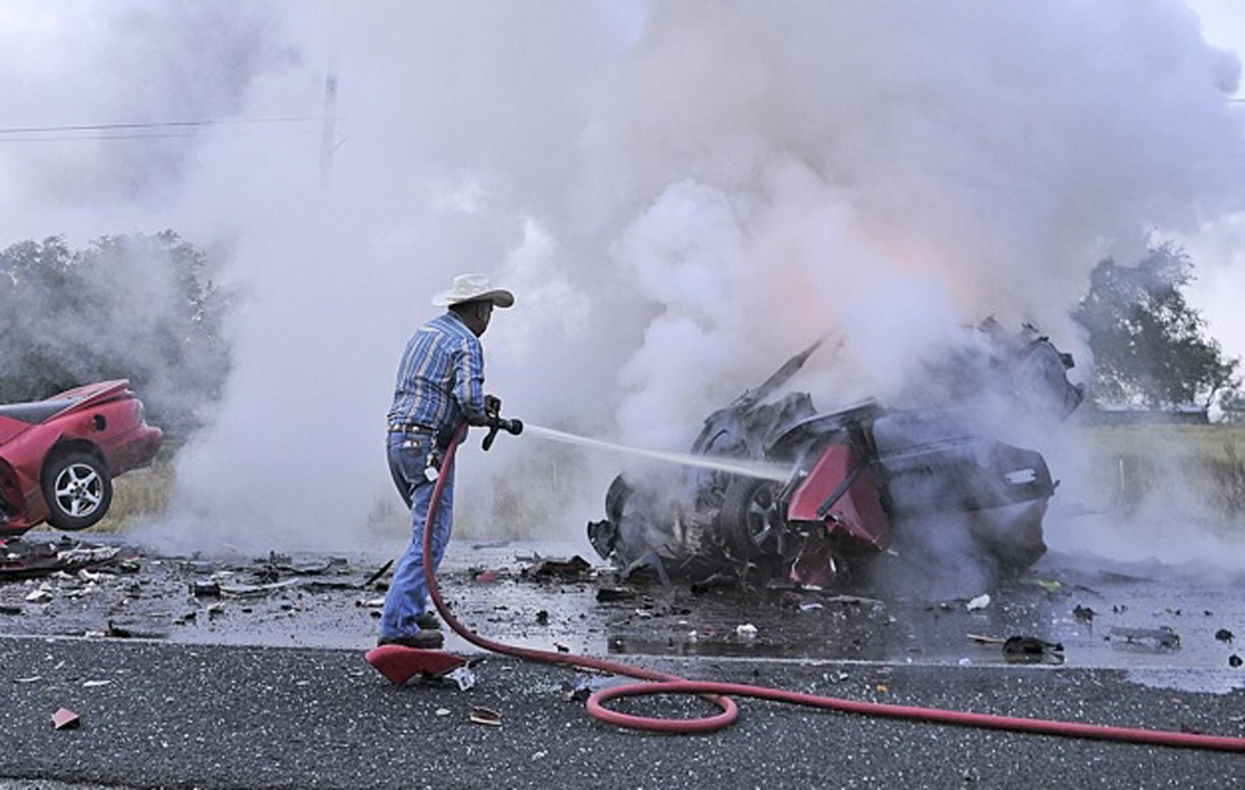 2 Killed In Fiery Crash Near Poteet San Antonio Express News
