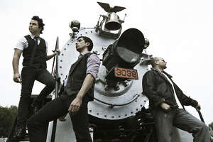 La Voz?  Subject: Moenia, electro-pop Mexican group.