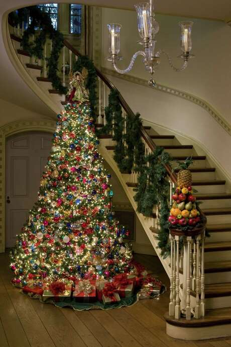 Bayou Bend twinkles with traditional decorations during the holidays. Photo: Bruce Bennett / DirectToArchive