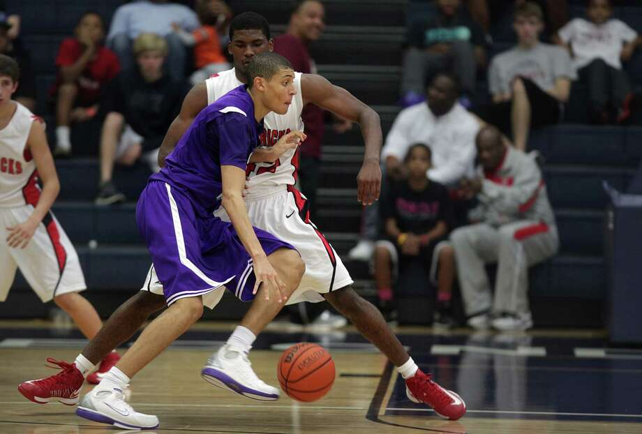 Justin Jackson, driving on Justice Winslow, had 21 points and 14 rebounds to 33 and 17 for Winslow. Photo: Mayra Beltran, Staff / © 2012 Houston Chronicle