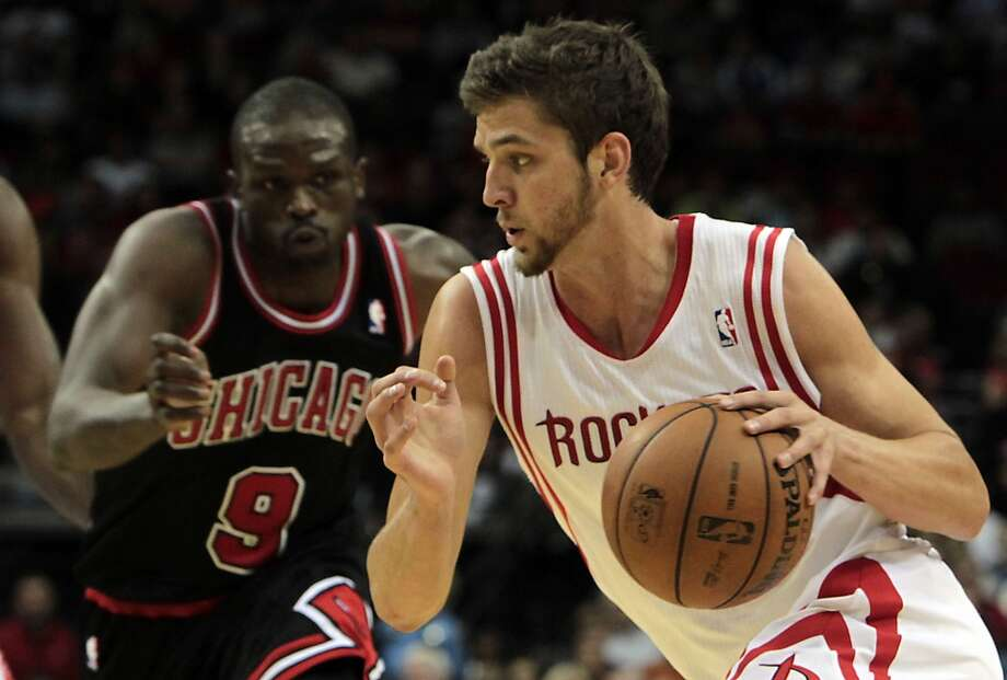 Rockets Chandler Parsons right, drives past the Bulls Luol Deng left, during the first quarter. (James Nielsen / Houston Chronicle)