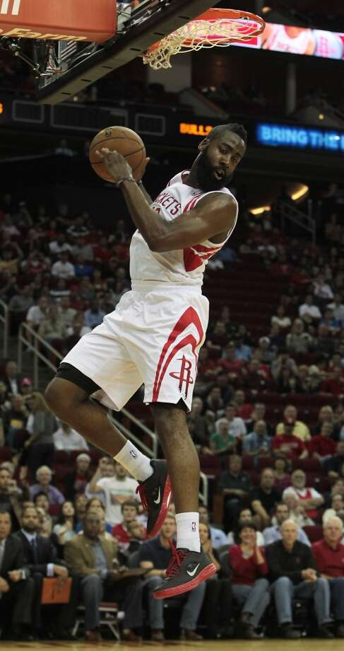 Rockets James Harden slam dunks the ball against the Bulls during the first quarter. (James Nielsen / Houston Chronicle)