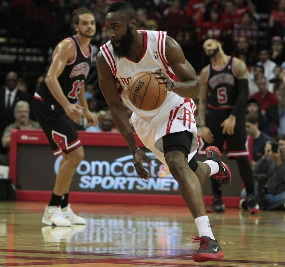 Rockets James Harden drives to the basket against the Bulls during the first quarter. (James Nielsen / Houston Chronicle)