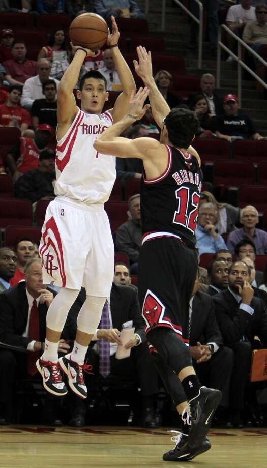 Rockets Jeremy Lin left, shoots the ball over the Bulls Kirk Hinrich. (James Nielsen / Houston Chronicle)