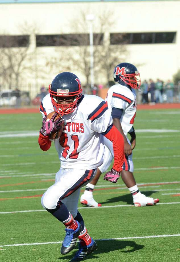 McMahon's Kentrell Snider (41) carries the ball as Norwalk hosts Brien McMahon High School during the Thanksgiving Day football game on Thursday, Nov. 22, 2012. Photo: Amy Mortensen / Connecticut Post Freelance