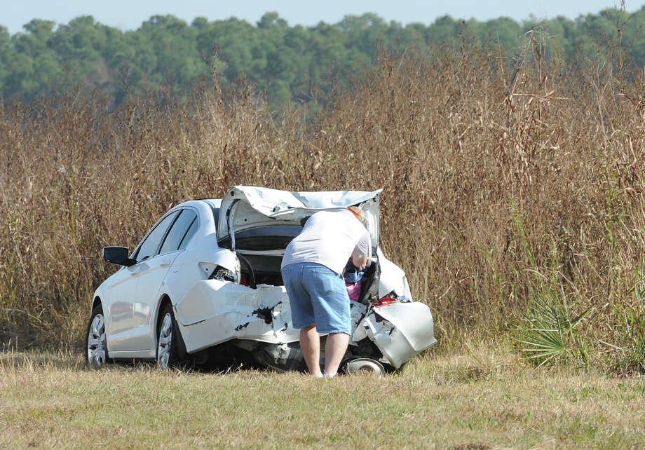 Heavy fog and speeders are said to be the causes of a wreck that caused the death of one person and involved more than 100 cars on Interstate 10 Thanksgiving morning. Several tractor trailers, a tanker truck and bus were also involved in the pile up. 