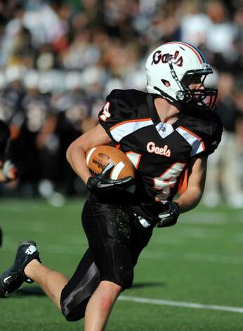 Shelton's Mark Piccirillo carries the ball during the Thanksgiving Day football game against Derby Thursday, Nov. 22, 2012 at Shelton High School. Photo: Autumn Driscoll / Connecticut Post