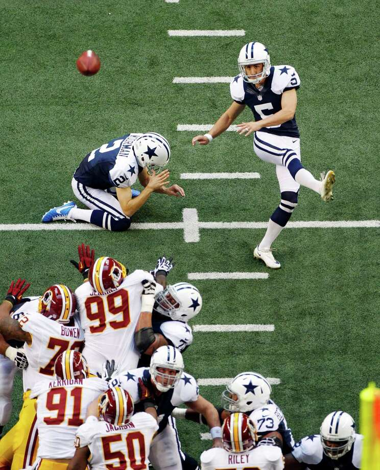 Dallas Cowboys kicker Dan Bailey (5) makes a field goal against the Washington Redskins in the first half of an NFL football game, Thursday, Nov. 22, 2012, in Arlington, Texas. (AP Photo/Tim Sharp) Photo: Tim Sharp, Associated Press / FR62992 AP
