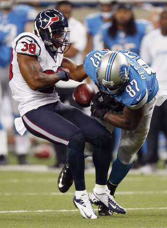 : Danieal Manning #38 of the Houston Texans strips Brandon Pettigrew #87 of the Detroit Lions of the ball after a Pettigrew overtime catch at Ford Field on November 22, 2012 in Detroit, Michigan. Houston won the game 34-31. Photo: Gregory Shamus, Getty Images / 2012 Getty Images