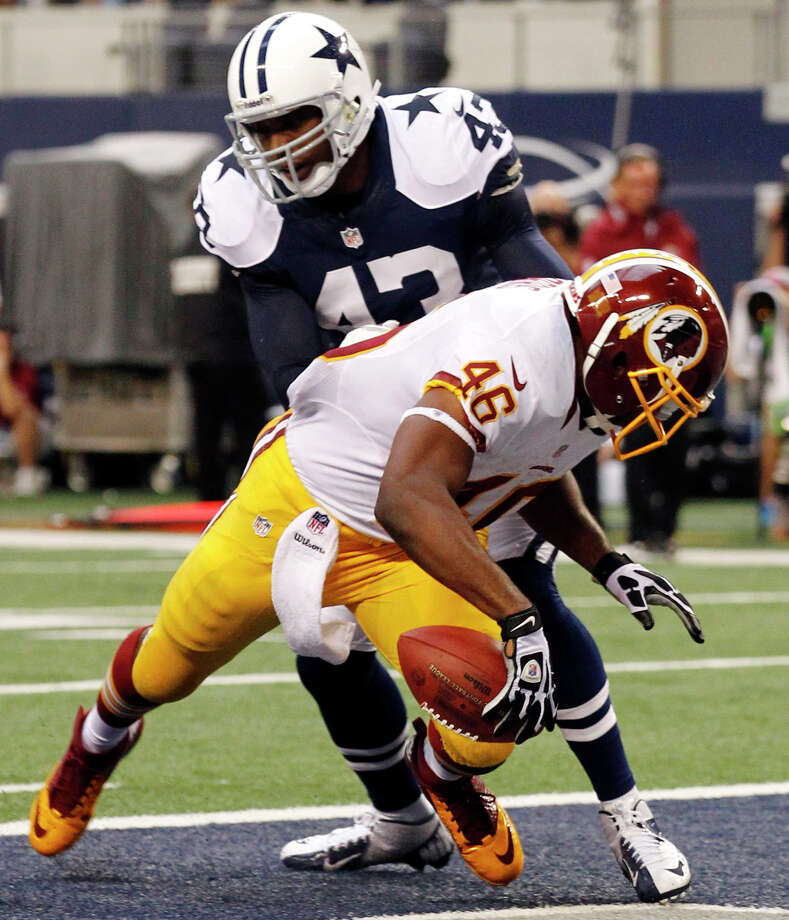 Washington Redskins' Alfred Morris (46) runs into the end zone for a touchdown in front of Dallas Cowboys' Gerald Sensabaugh (43) in the first half of an NFL football game, Thursday, Nov. 22, 2012, in Arlington, Texas. (AP Photo/Tim Sharp) Photo: Tim Sharp, Associated Press / FR62992 AP