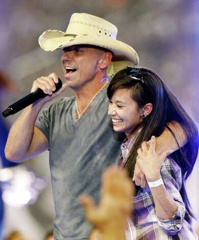 Country singer Kenny Chesney performs during halt time of an NFL football game between the Dallas Cowboys and Washington Redskins Thursday, Nov. 22, 2012 in Arlington, Texas. (AP Photo/Tim Sharp) Photo: Tim Sharp, Associated Press / FR62992 AP