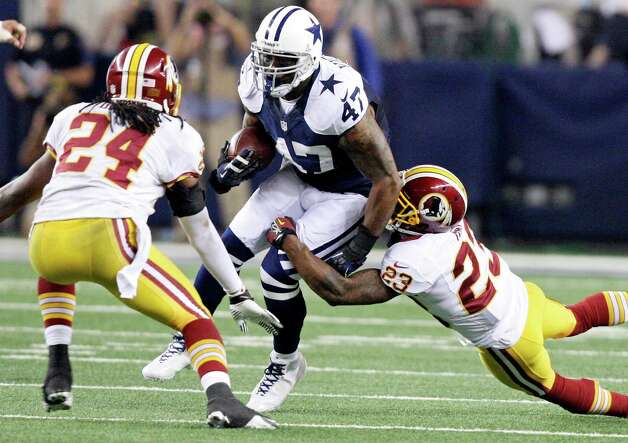 Dallas Cowboys' Lawrence Vickers looks for room between Washington Redskins' DeJon Gomes (left) and Washington Redskins' DeAngelo Hall during second half action Thursday Nov. 22, 2012 at Cowboys Stadium in Arlington, Tx.  The Redskins won 38-31. Photo: Edward A. Ornelas, Express-News / © 2012 San Antonio Express-News