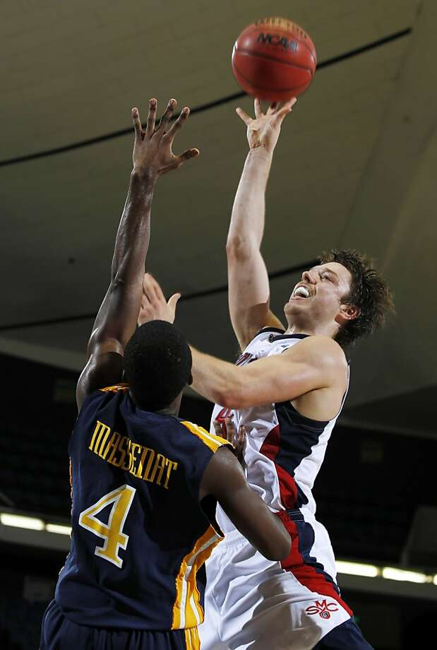 Matthew Dellavedova scored 16 points in each half for St. Mary's in Anaheim. Photo: Alex Gallardo, Associated Press