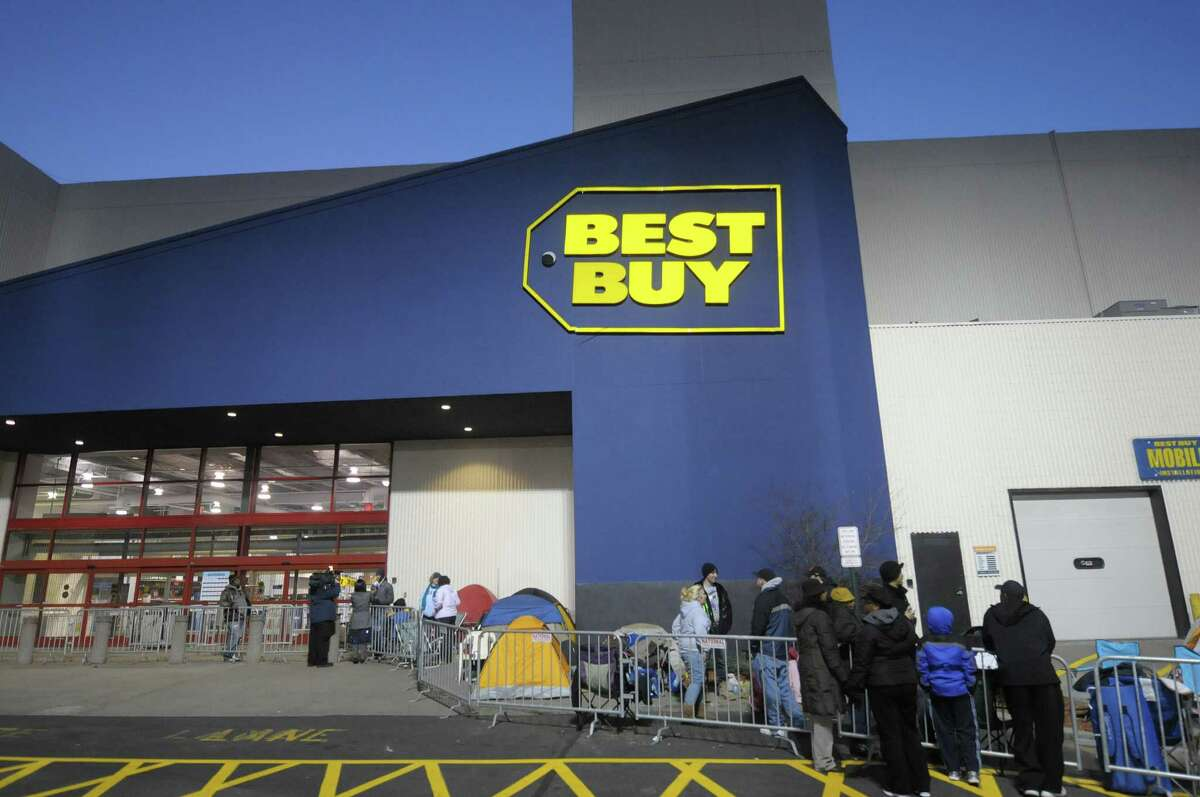 Shoppers stand in line outside the Best Buy at Crossgates Mall on Thursday evening, Nov. 22, 2012 in Albany, NY. The store was opening up at midnight. (Paul Buckowski / Times Union)