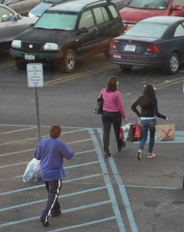Shoppers take their items home from Crossgates Mall in Guilderland, N.Y. on Black Friday Nov 23, 2012.      (Skip Dickstein/Times Union) Photo: Skip Dickstein, Albany Times Union / 00020194A