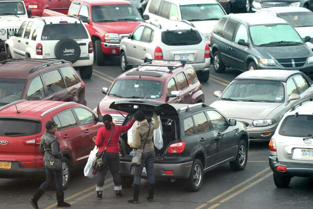 Shoppers load up their car at Crossgates Mall in Guilderland, N.Y. on Black Friday Nov 23, 2012.      (Skip Dickstein/Times Union) Photo: Skip Dickstein, Albany Times Union / 00020194A