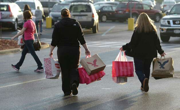Shoppers leave Crossgates Mall in Guilderland, N.Y. with their gifts on Black Friday Nov 23, 2012.      (Skip Dickstein/Times Union) Photo: Skip Dickstein, Albany Times Union / 00020194A