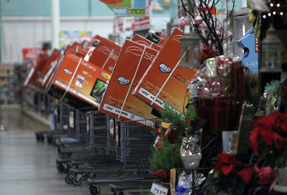 High definition television sets are loaded into shopping carts at the H-E-B plus! on Loop 1604 at Blanco prior to shoppers entering the store Black Friday November 23, 2012. The store opened at 6:00 a.m. . Photo: JOHN DAVENPORT, San Antonio Express-News / ©San Antonio Express-News/Photo Can Be Sold to the Public