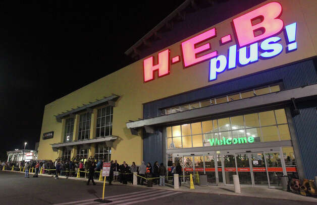 Shoppers stand in line at the H-E-B plus! on Loop 1604 near Blanco road at 5:30 a.m. Black Friday November 23, 2012. Popular items on sale at the store are electronic tablets, 16 inch Auria LED televisions and 3DS Nintendos. Toys and aapliances were also hot items. Photo: JOHN DAVENPORT, San Antonio Express-News / ©San Antonio Express-News/Photo Can Be Sold to the Public