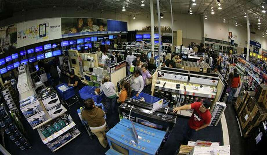 "Long lines of customers snake though the aisles waiting to check out, of the Best Buy store in Tyler, Texas, after it opened at midnight.  Sheriff deputies contolled entry and only 1300 people at a time were allowed in to the store marking the beginning of ""Black Friday"" with ""door buster"" special deals, on November 23, 2012. Photo: Dr. Scott M. Lieberman, AP / AP2012"