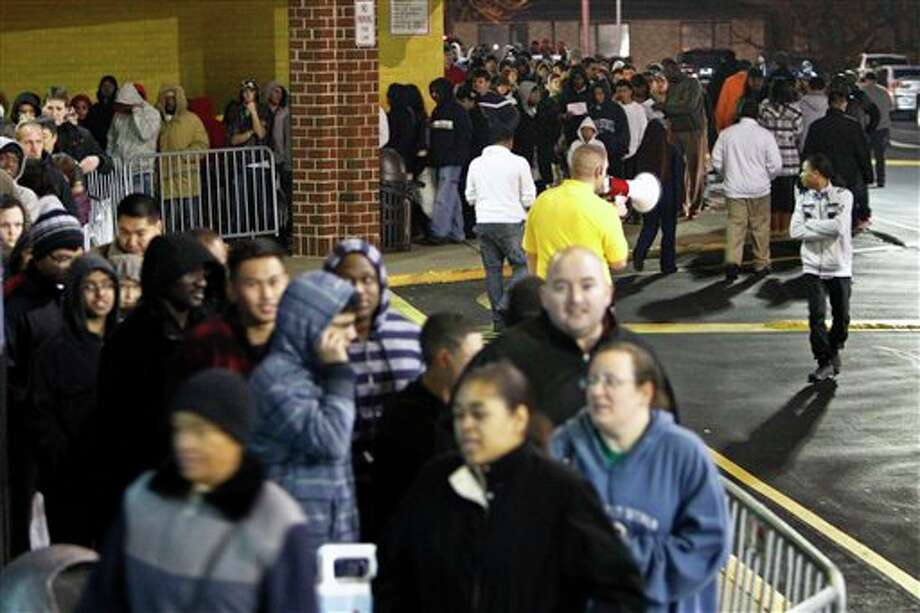 People wait in line, on Thursday Nov 22, 2012, for a Best Buy store in Northeast Philadelphia to open it's doors at midnight. Photo: Joseph Kaczmarek, AP / AP2012