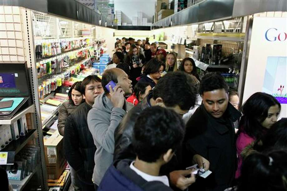 Customers wait in line in the computer department to shop for Black Friday discounts at a Best Buy store, Friday Nov 23, 2012, in Northeast Philadelphia. Photo: Joseph Kaczmarek, AP / FR109827 AP