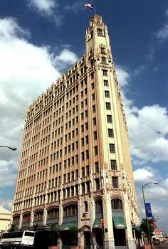 Exterior photo of the Emily Morgan in 1998. The hotel got a $1.36 million federal grant. Photo: Delcia Lopez, Express-News File Photo / SAN ANTONIO EXPRESS-NEWS