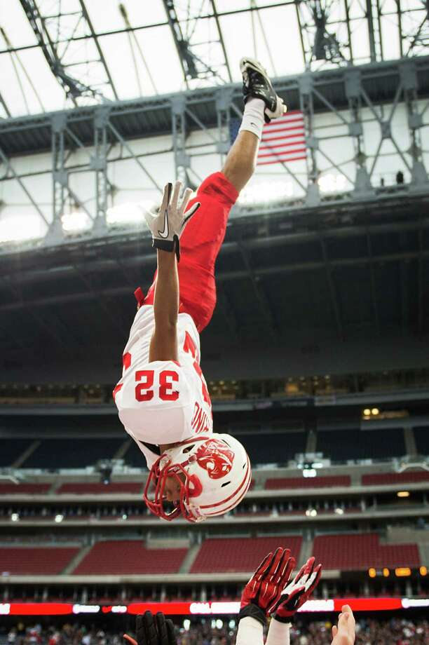 during the first half in high school football playoff action at Reliant Stadium Friday, Nov. 23, 2012, in Houston.   Smiley N. Pool / Houston Chronicle ) Photo: Smiley N. Pool, Houston Chronicle / © 2012  Houston Chronicle