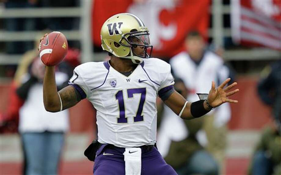 Washington quarterback Keith Price passes against Washington State in the first half. Photo: Ted S. Warren, AP / AP