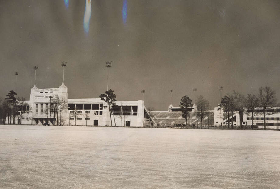 Houston Public School Athletic Field (later Jeppesen Stadium, later Robertson Stadium). Cutline reads: One of the most modern athletic fields in the country, this stadium is located directly across from the University of Houston. The building at the extreme right of the picture is a gymnasium. UNKNOWN DATE Photo: Unknown, Houston Post / Post file