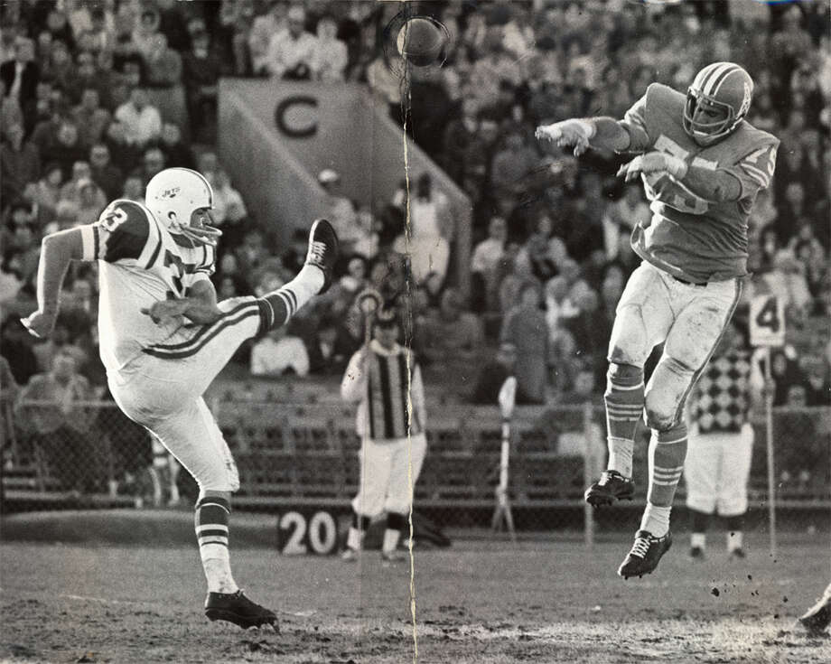 New York Jets punter Curley Johnson has a punt blocked by defensive end Don Floyd of the Houston Oilers at Jeppesen Stadium Sunday. Floyd pulled off the lineman's dream by picking up the ball and going 23 yards for a touchdown. The Oilers won, 33-17. (Ted Rozumalski / Chronicle file) Photo: Picasa