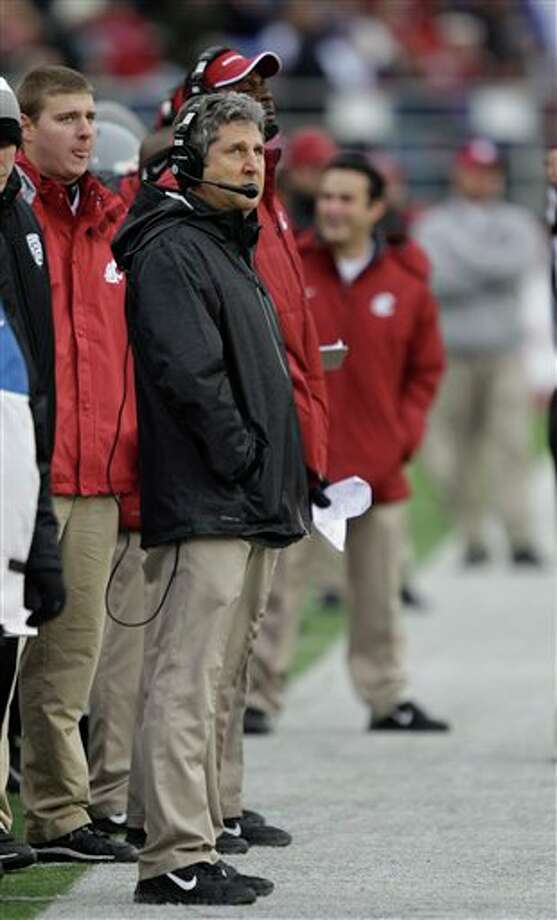Washington State head coach Mike Leach looks to the scoreboard in the first half. Photo: Ted S. Warren, AP / AP